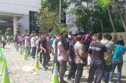 Ratusan Orang 'Nginep' di Sency, Berharap Bisa Beli Adidas Yeezy