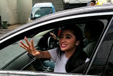 Dewi Perssik Ribut dengan Petugas Plang Busway demi Bela Angga Wijaya