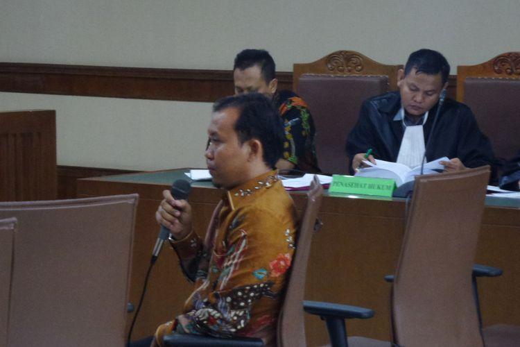 Panitera pengganti pada Pengadilan Negeri Jakarta Selatan, Tarmizi, bersaksi di Pengadilan Tipikor Jakarta, Kamis (16/11/2017).