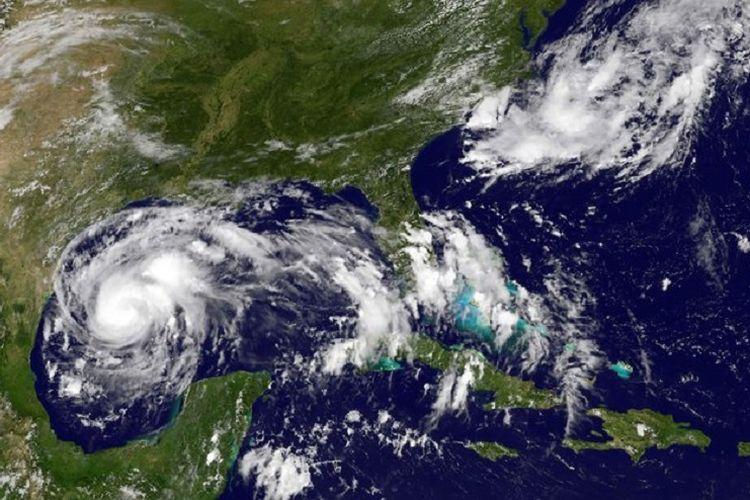 Citra Satelit NASA yang menunjukan pergerakan Badai Harvey di pantai tenggara Amerika Serikat