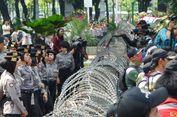 Tak Diizinkan ke Depan Istana, Buruh Setel Lagu 'Sakitnya Tuh Di Sini'
