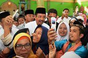 Ketika Gubernur Erry dan Ustaz Maulana Jadi Obyek Rebutan Foto Bareng...