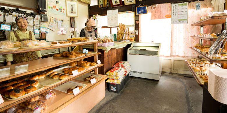 Toko roti Sakae-pan yang memiliki motto roti murah dan lezat yang dapat dinikmati oleh semua orang di Gifu, Jepang. Toko roti ini menjual 60 hingga 70 jenis roti setiap harinya.