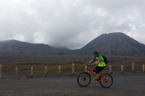 Begini Serunya Bersepeda Mengelilingi Gunung Bromo