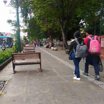 Malioboro, kawasan yang selalu menjadi magnet bagi mereka yang berkunjung ke Yogyakarta. Kondisi salah satu ikon Kota Yogyakarta itu sudah berubah. (KOMPAS.com/Teuku Muh Guci S)