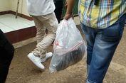Densus 88 Bawa Sejumlah Barang dari Lokasi Penggledahan di Cipayung