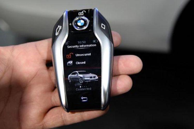 BMW Display Key, salah satunya bisa melihat satus keamanan mobil.