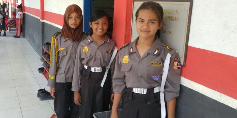 Polisi Kebersihan di SDN 112190 Perkebunan Negeri Lama Seberang, Kabupaten Labuhan Batu, Sumatera Utara.