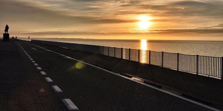 "Jalan-jalan Ke Belanda, Nikmati ""Sunset"" Di Afsluitdijk, Indahnya…"