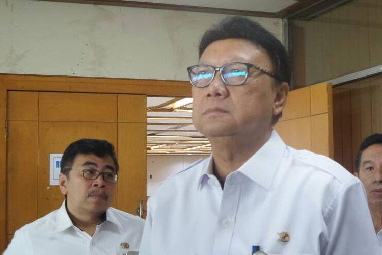 Menteri Dalam Negeri Tjahjo Kumolo di Kompleks Parlemen, Senayan, Jakarta, Rabu (14/6/2017).