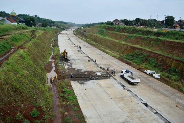 Konstruksi Jalan Tol Batang-Semarang.