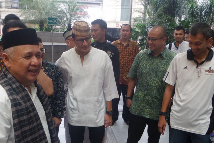 Wakil Gubenur terpilih DKI Jakarta Sandiaga Uno saat mengunjungi Para Mayestik di Jakarta Selatan, Jumat (21/7/2017)