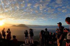 5 Puncak Gunung untuk Berburu Matahari Terbit
