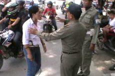 Kiosnya Ditertibkan, Wanita Ini Ancam Petugas Pol PP dengan Celurit dan Badik