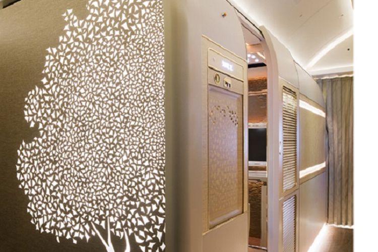 Kabin kelas suite terbaru maskapai Emirates di pesawat Boeing 777.