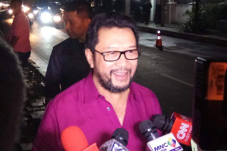Koordinator Bidang Politik, Hukum, dan Keamanan (Polhukam) Partai Golkar, Yorrys Raweyai ditemui usai bertemu Jusuf Kalla (JK) di rumah dinas wakil Presiden, Menteng, Jakarta Pusat, Rabu, (19/7/2017) malam.