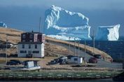 Gunung Es Setinggi 46 Meter Jadi Daya Tarik Turis