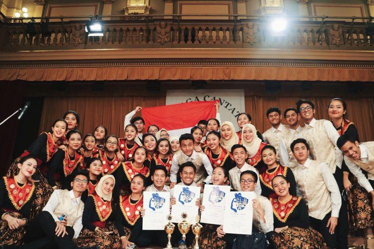 Sejumlah pelajar SMA 78 yang tergabung dalam paduan suara Youth Choir 78 di Praha, Cekoslovakia.