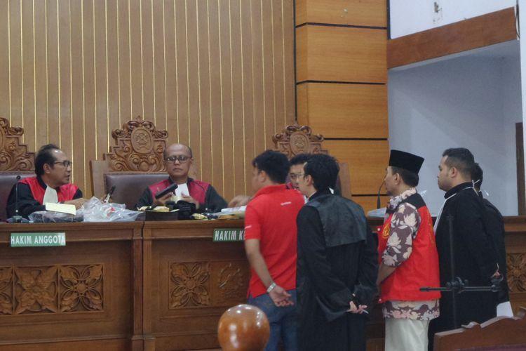 Gatot Brajamusti dalam sidang di Pengadilan Negeri Jakarta Selatan, Selasa (7/11/2017).
