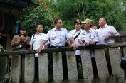 Anies Geleng-geleng Kepala Lihat Rumah Warga Caplok Bibir Kali Pulo