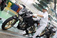 "Honda CB150R StreetFire Makin ""Macho"""