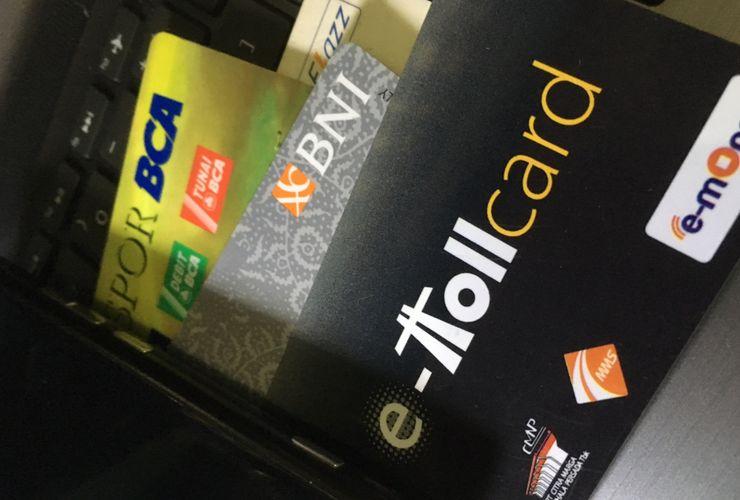 Top Up Uang Elektronik Pakai Aplikasi Masih Kena Biaya, Kenapa?