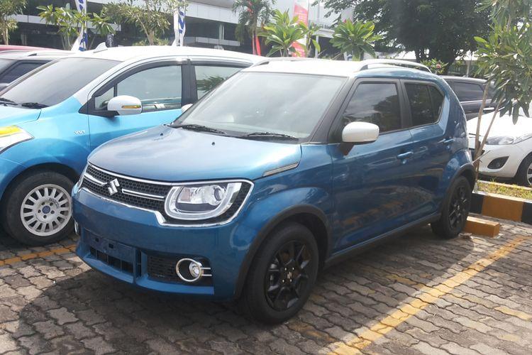 Satu unit Suzuki Ignis yang berada di diler Suzuki Indomobil Sales di Pulogadung, Jakarta Timur, Sabtu (25/11/2017)