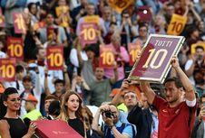 Kostum Peninggalan Francesco Totti Tak Bertuan
