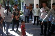 Berdesakan, Puluhan Warga Pingsan Saat 'Open House' JK di Makassar