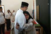 Putri AM Fatwa Menangis di Pelukan Anies