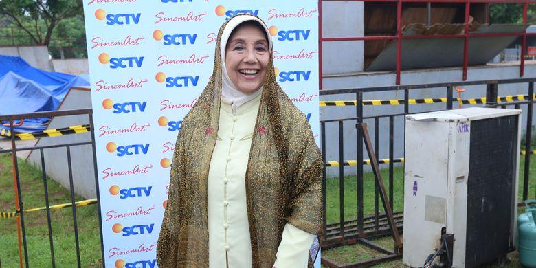 Ajip Ada Anak Nani Wijaya - Sastrawan senior Ajip Rosidi mengungkapkan bahwa ada juga anak dari aktris Nani Wijaya yang sempat tidak menyetujui ibunya