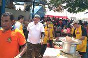 Komunitas Chef Bali Bantu Memasak di Dapur Umum Pengungsi Gunung Agung