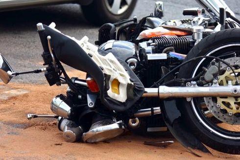 Tabrak Belakang Pikap lalu Terjungkal, Pengemudi Yamaha Xeon Tewas