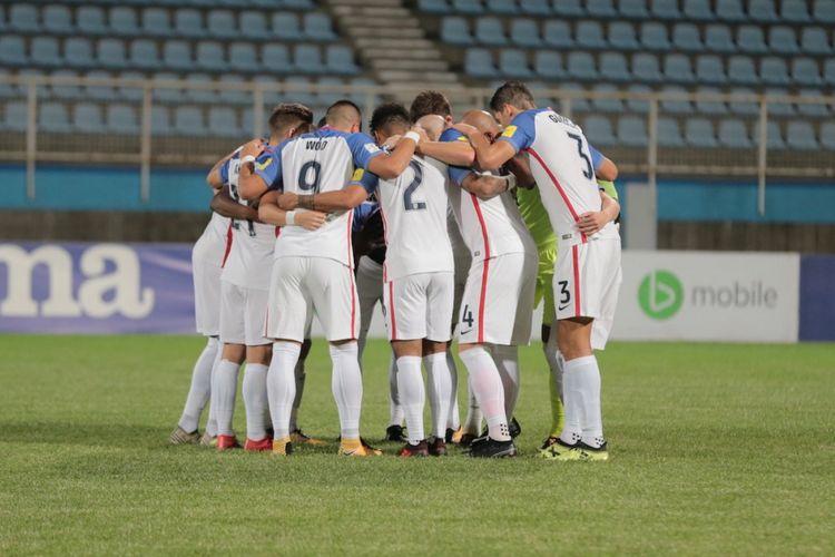 Para pemain Amerika Serikat berkoordinasi saat laga Trinidad & Tobago pada laga Kualifikasi Piala Dunia 2018, Rabu (11/10/2017).