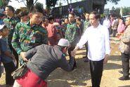 Mau Foto Bareng Jokowi? Simak Trik Ini!