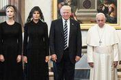 Mengapa Melania Trump Pilih Busana Hitam Saat Bertemu Paus?