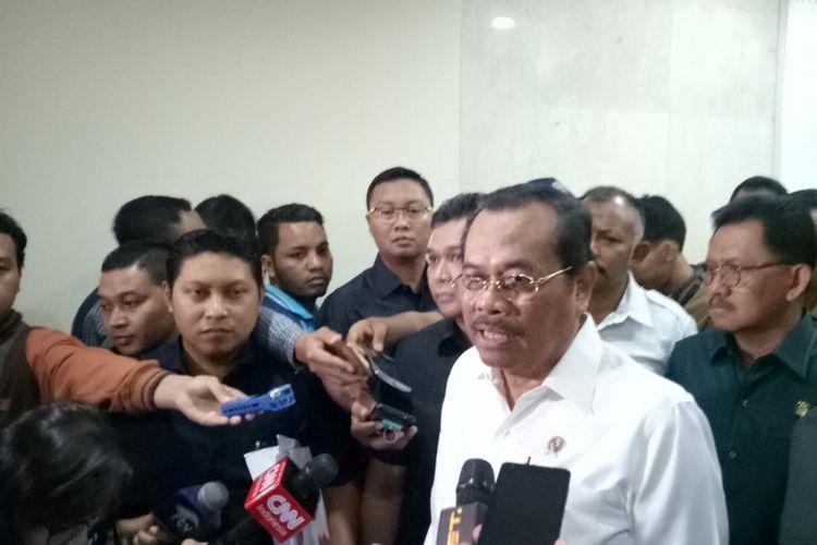 Jaksa Agung H.M. Prasetyo di Kompleks Parlemen, Senayan, Jakarta, Senin (11/9/2017)