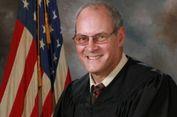 Hakim di AS Menewaskan Penyerangnya dalam Aksi Tembak-Menembak
