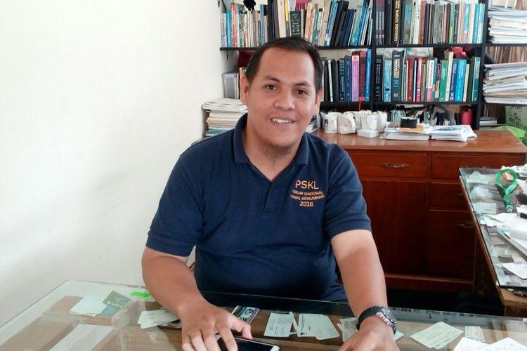 Alfred Sitorus saat ditemui di kantor Koalisi Pejalan Kaki yang terletak di Gedung Sarinah Thamrin, Senin (17/7/2017).