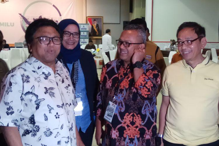Ketua Umum Partai Hanura Oesman Sapta Odang atau Oso (kiri) menyambangi kantor Komisi Pemilihan Umum (KPU) RI, Jakarta, Kamis (12/10/2017).