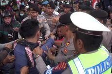 Demo Tolak Tambang Pasir Laut, Ratusan Nelayan Bentrok dengan Polisi