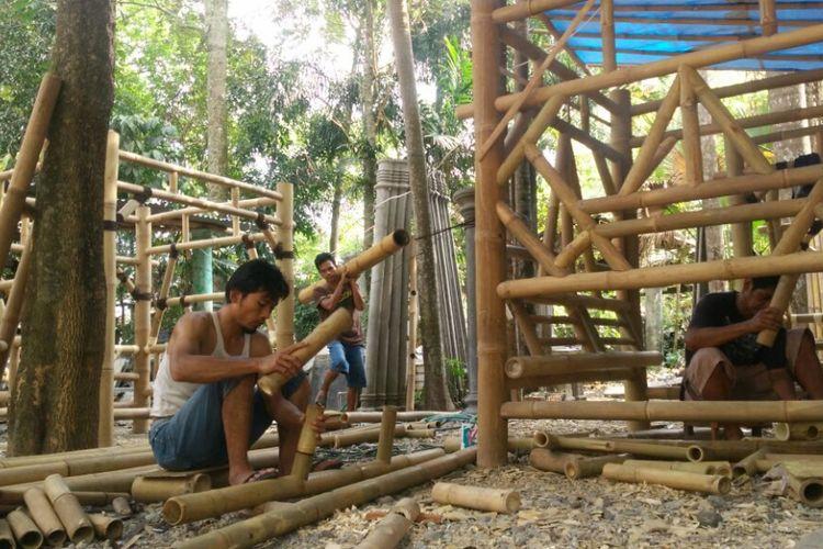 Para pekerja Lutfi Zanuar Kurniawan (Kompas.com/M.Agus Fauzul Hakim)