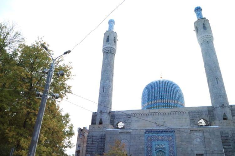 Blue Mosque di kota Saint Petersburg, Rusia. Masjid ini sempat ditutup selama era Uni Soviet berkuasa. Namun, Bung Karno meminta masjid ini kembali dibuka dan dikabulkan pimpinan Soviet waktu itu, Nikita Khrushchev.