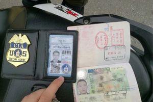 Ditilang Polisi, Pengendara Sepeda Motor Sodorkan Lencana 'CIA'