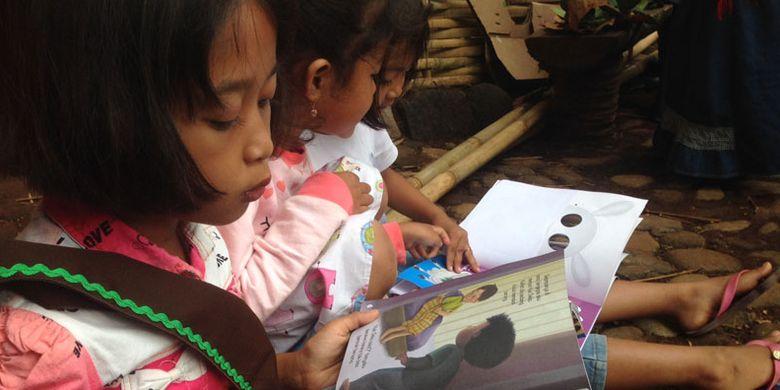 Tempat baca untuk anak-anak di Pasar Papringan, Desa Ngadiprono, Kecamatan Kedu, Kabupaten Temanggung, Jawa Tengah. Meski di tengah pelosok desa, pasar itu tetap diburu wisatawan.