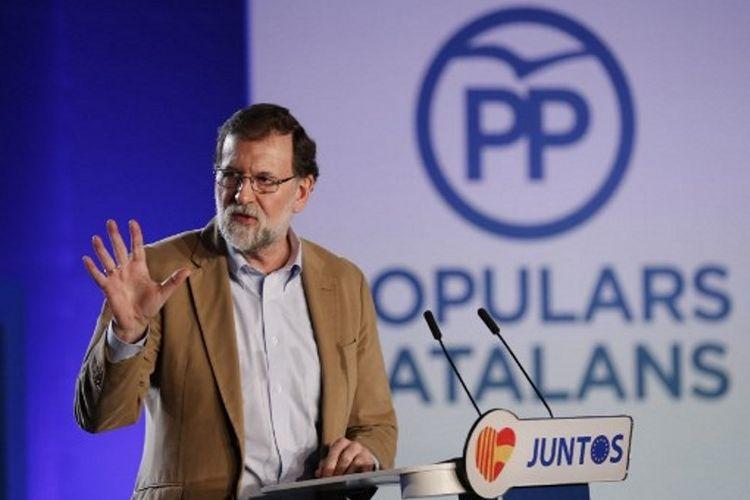 Perdana Menteri Spanyol, Mariano Rajoy, memberikan pidato di depan anggota Partai Populer di Barcelona (12/12/2017). Dia meminta pengusaha tidak hengkang dari Catalonia