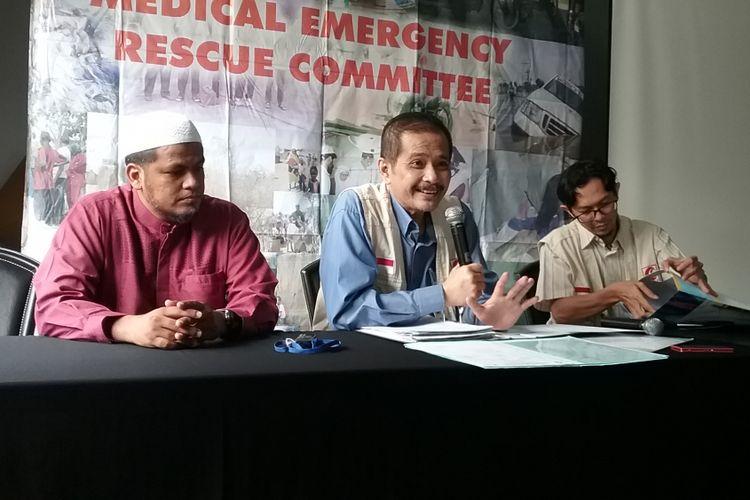 Keluarga Abu Bakar Baasyir didampingi tim medis dari MerC dan kuasa hukum dari TPM menggelar konferensi pers perkembangan kesehatan Abu Bakar Baasyir, Jakarta, Sabtu (12/8/2017)