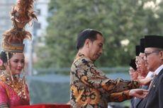 Bertemu Gadis, Penari Cantik Pembawa Baki Penghargaan di Samping Jokowi