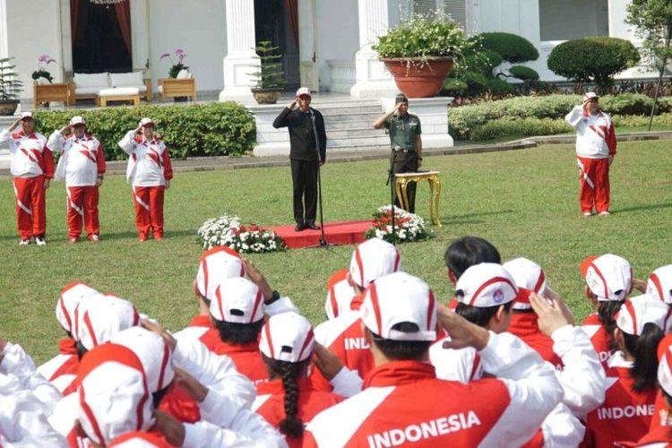 Pelepasan kontingen Indonesia ke SEA Games XXIX/2017, Kuala Lumpur, Malaysia yang berlangsung Senin (7/8/2017) di Istana kepresidenan jauh berbeda dari kebiasaan.