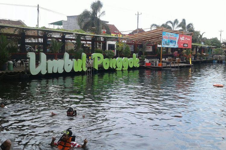 Obyek wisata Umbul Ponggok di Desa Ponggok, Polanharjo, Klaten, Jawa Tengah, Selasa (14/11/2017).